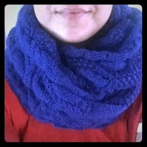 GAP Cable Knit Neck Scarf